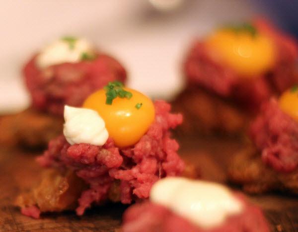 Opskrifter og billeder fra Gastromands nytårsmenu 2012: Snacks    </p> </section> <!-- end article section -->  <footer class=