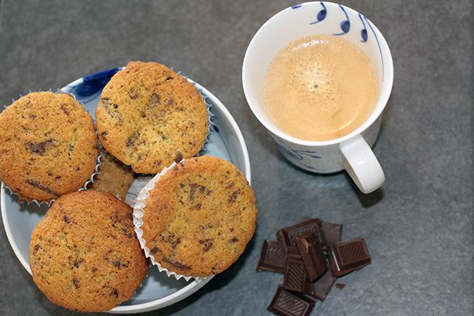 Weekendkagen: Muffins med chokolade og rålakrids