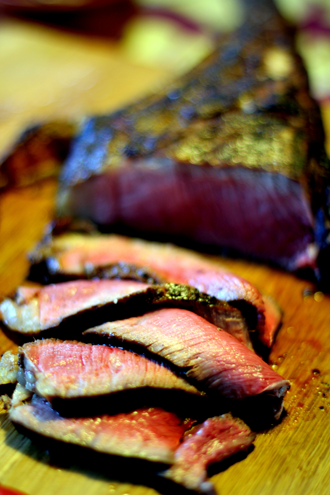 Gastromænd spiser rødt kød...