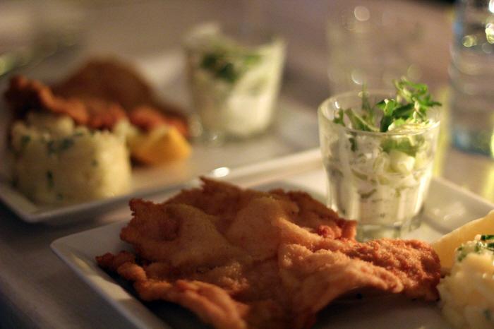 Snitzel med agurkesalat og kartoffelsalat...