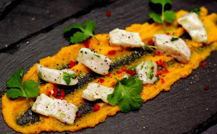 Nytårsforret: Ceviche af Pigvar, gulerods-puré og brunet smør...