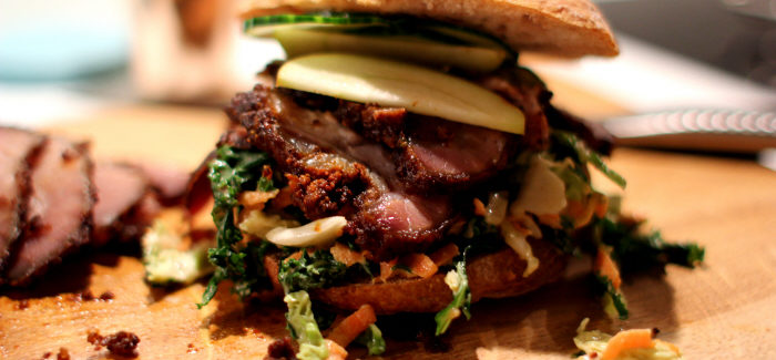 Nytårskur: Vildsvin-burger med grønkålsslaw