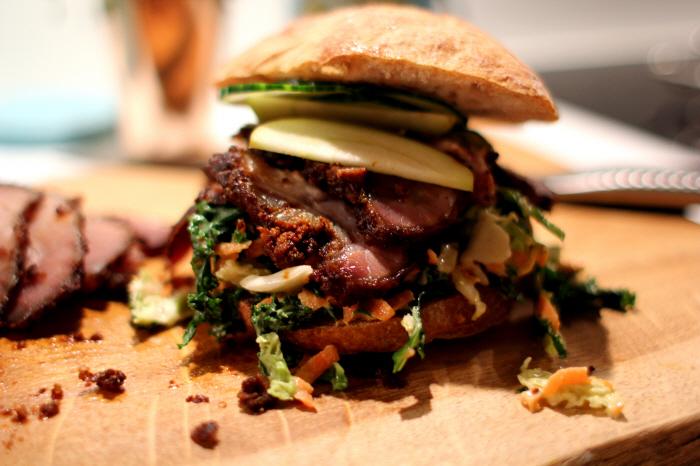 """Svin på den """"Vilde"""" måde: Vildsvine Burger med Coleslaw"""