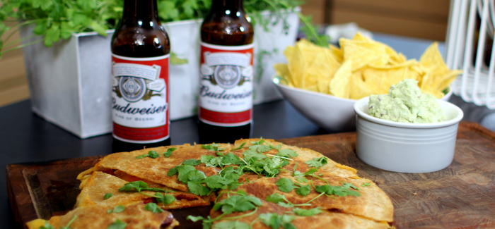Super Bowl Snack: Surf 'n' Turf Quesadillas med chorizo og tigerrejer