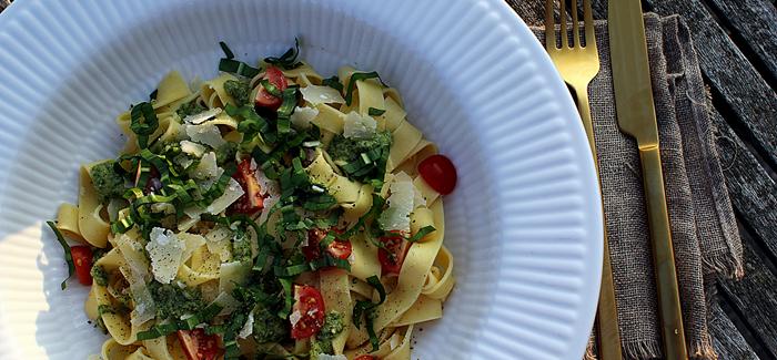 Lækker mad på 20 min.: Frisk pasta med Ramsløgspesto