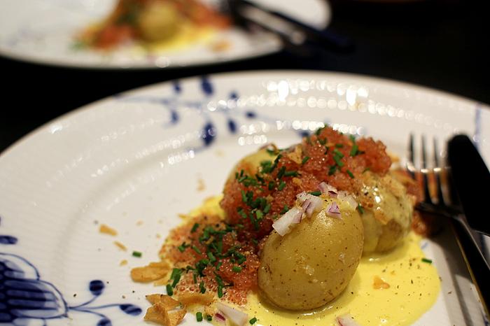Stenbiderrogn med smørkogte kartofler og verdens bedste sauce...
