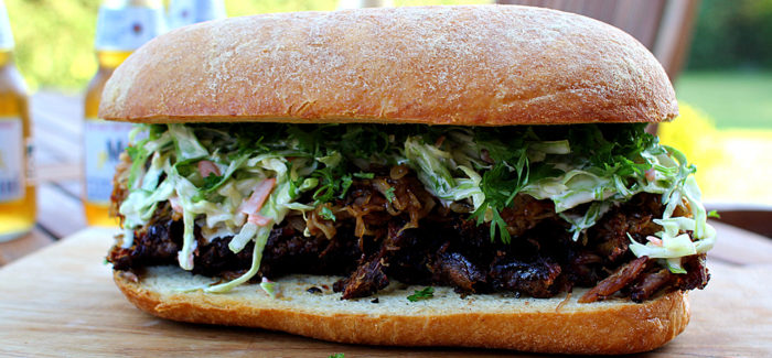 The Low 'n' Slow Sandwich – med spareribs, bløde løg og coleslaw