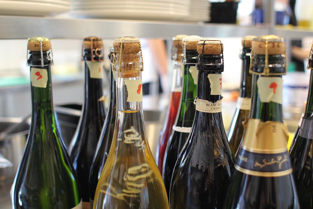 10a27b47 [/caption] For os giver det mest mening at drikke tørre bobler kl. 18.00 og  så drikke den sødmefulde til midnattens kransekage - du kan finde sidste år  ...