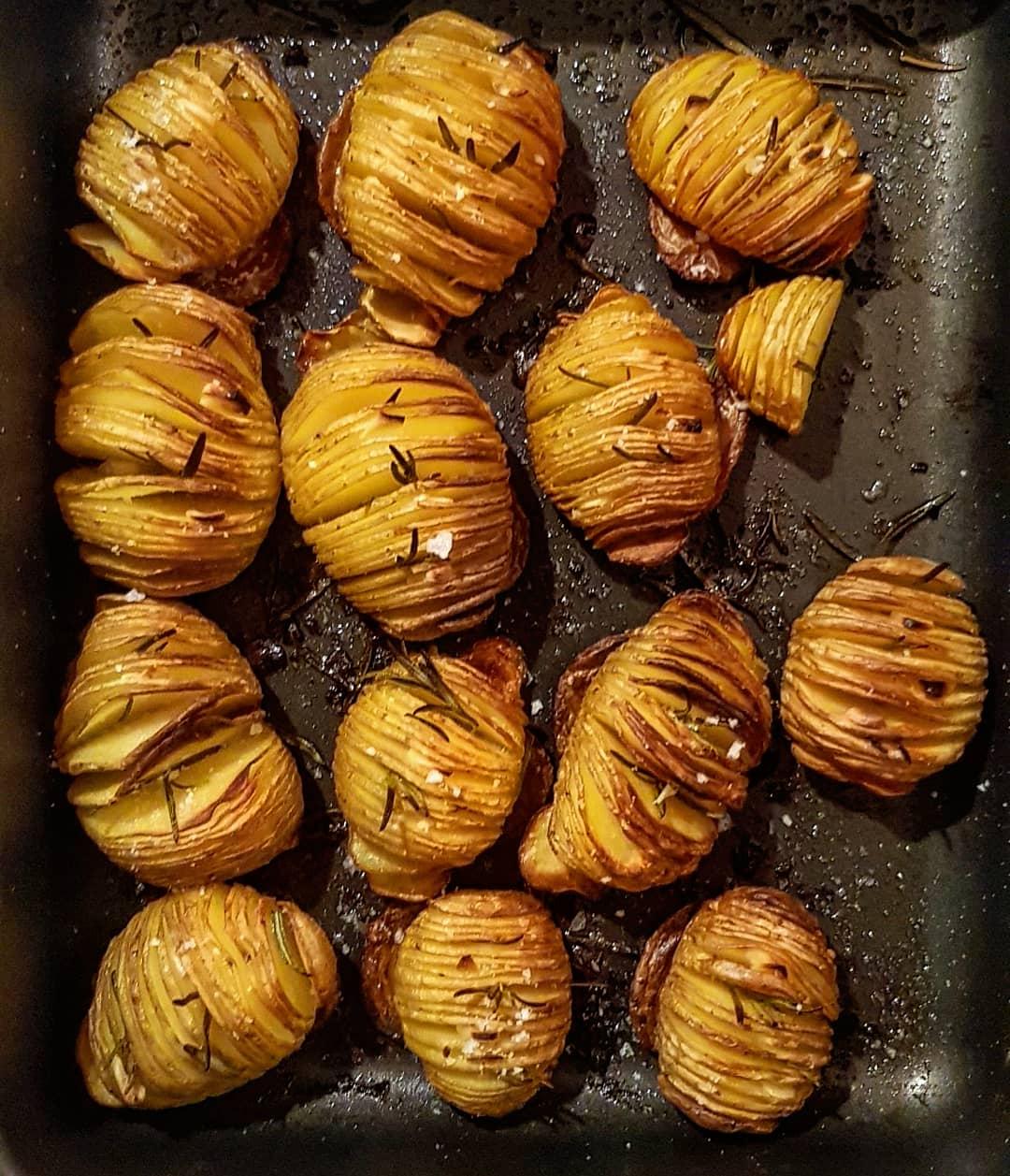 Hasselback kartofler - opskrift på perfekt sprøde kartofler