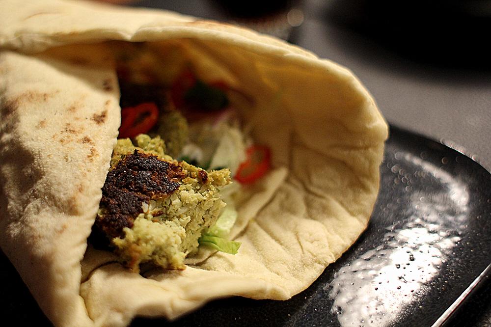 Hjemmelavet sprøde falafel med fladbrød