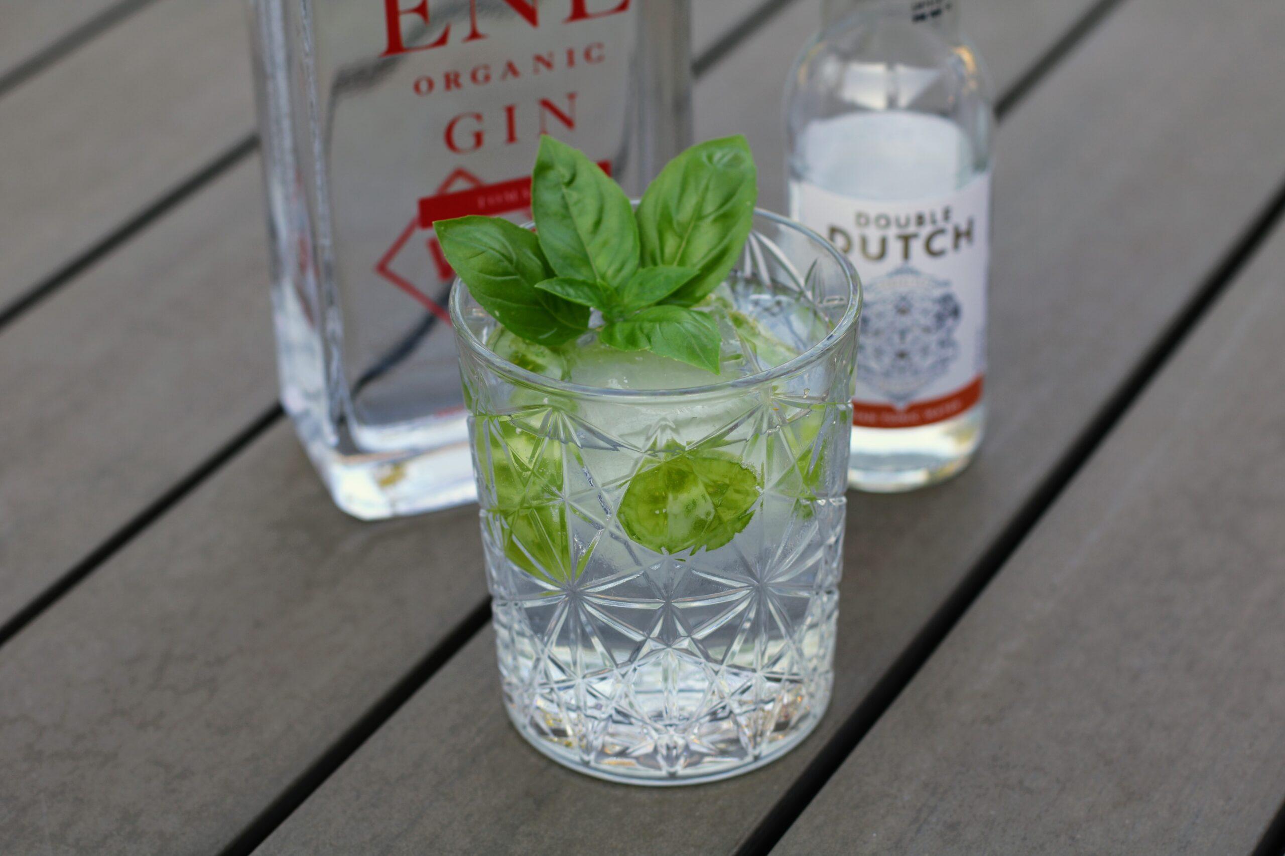 Gin og tonic med grøn tigertomat